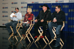 Sprint Sound and Speed with Montgomery Gentry and Kyle Petty press conference: Kyle Petty, Pattie Petty, Eddie Montgomery and Troy Gentry