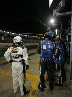 Alltel Dodge crew members get ready for a pitstop