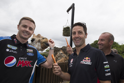 Mark Winterbottom, FPR Ford, Jamie Whincup, Red Bull Holden, Marcos Ambrose, Team Penske Ford