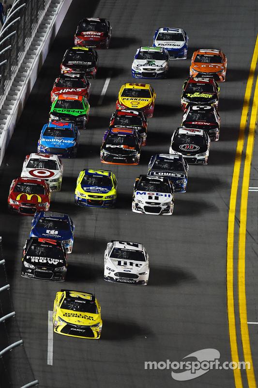 Метт Кенсет, Joe Gibbs Racing Toyota лідирує