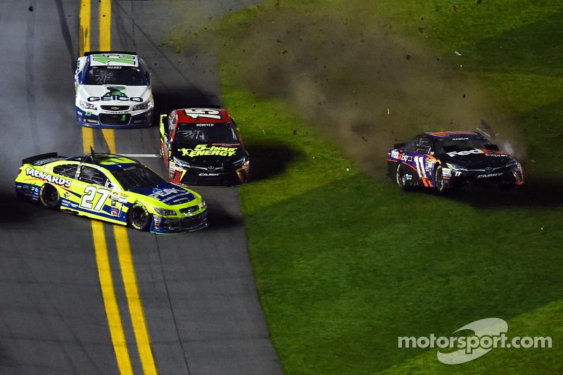 Paul Menard, Richard Childress Racing, Chevrolet, und Denny Hamlin, Joe Gibbs Racing, Toyota, mit Un