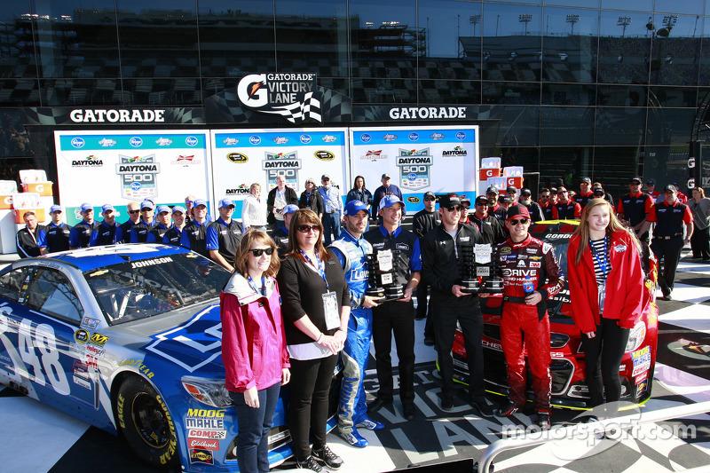 Pole-Sitter: Jeff Gordon, Hendrick Motorsports, Chevrolet; 2. Jimmie Johnson, Hendrick Motorsports,