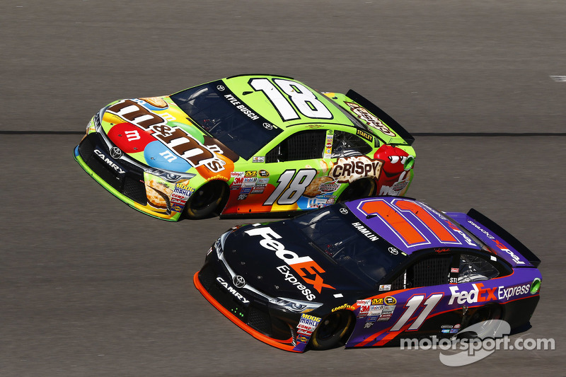 Denny Hamlin, Joe Gibbs Racing, Toyota, und Kyle Busch, Joe Gibbs Racing, Toyota