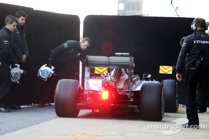 Lewis Hamilton, Mercedes AMG F1 W06, in der Box