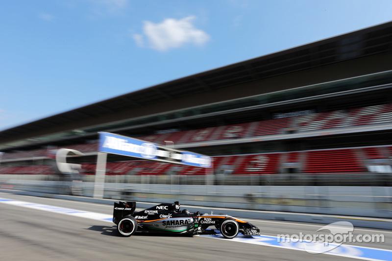 Sergio Perez, Sahara Force India F1 VJM07, beim Verlassen der Box