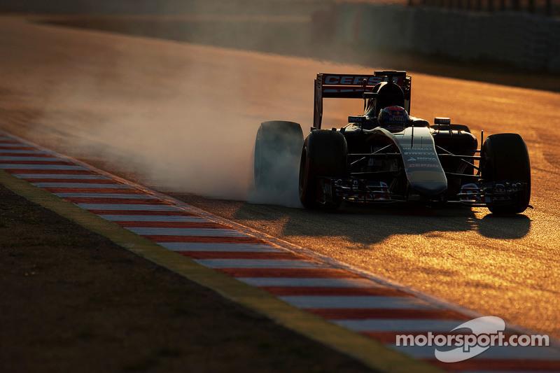 Max Verstappen, Scuderia Toro Rosso STR10, fren altında lastiklerini kilitliyor