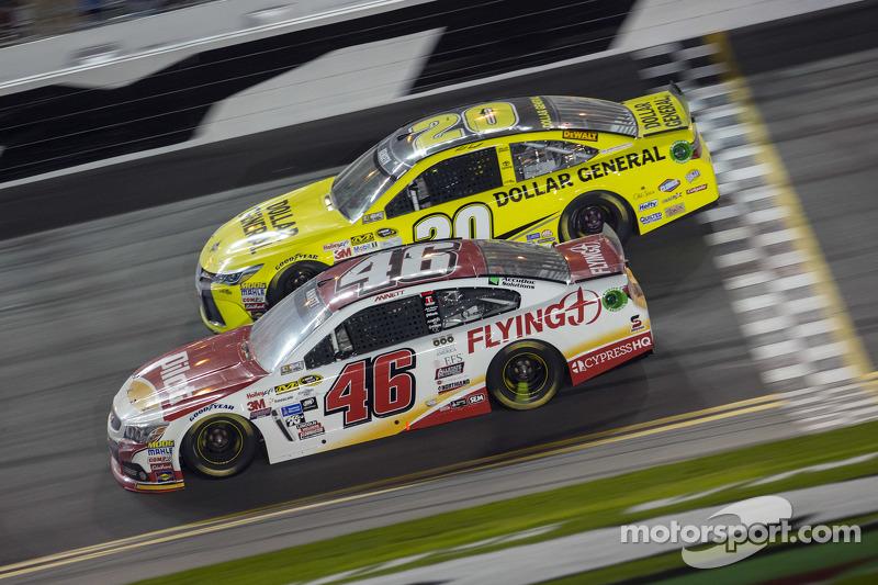 Michael Annett, HScott Motorsports Chevrolet, Matt Kenseth, Joe Gibbs Racing Toyota