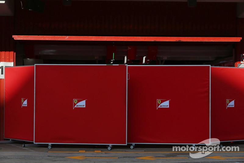 In der Ferrari-Box werden die Bildschirme aufgehängt