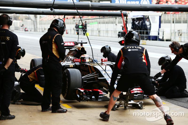 Пастор Мальдонадо, Lotus F1 E23 практикує піт-стоп