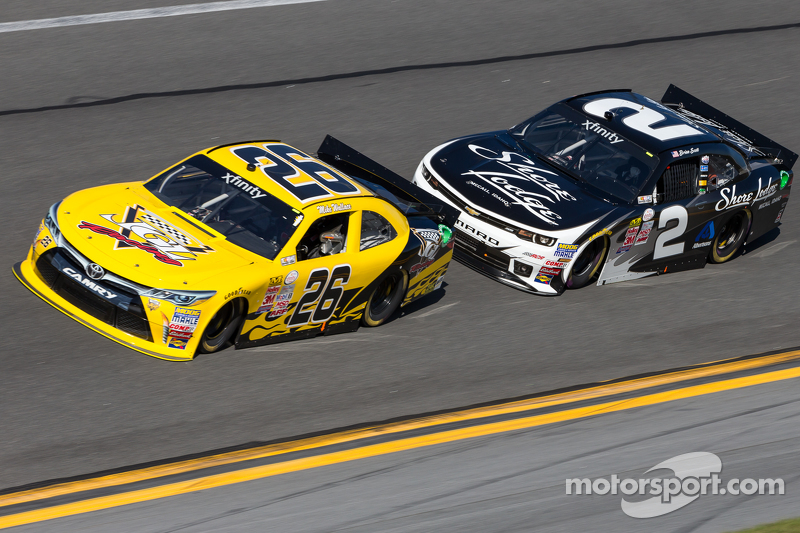 Mike Wallace, JGL Racing, Toyota, und Brian Scott, Richard Childress Racing