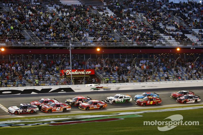 Restart: Brad Keselowski, Team Penske, Ford