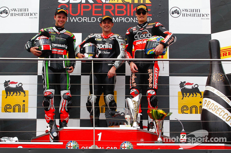 Podium: race winner Leon Haslam, Aprilia Racing Team, second place Jonathan Rea, Kawasaki, third place Chaz Davies, Ducati Corse