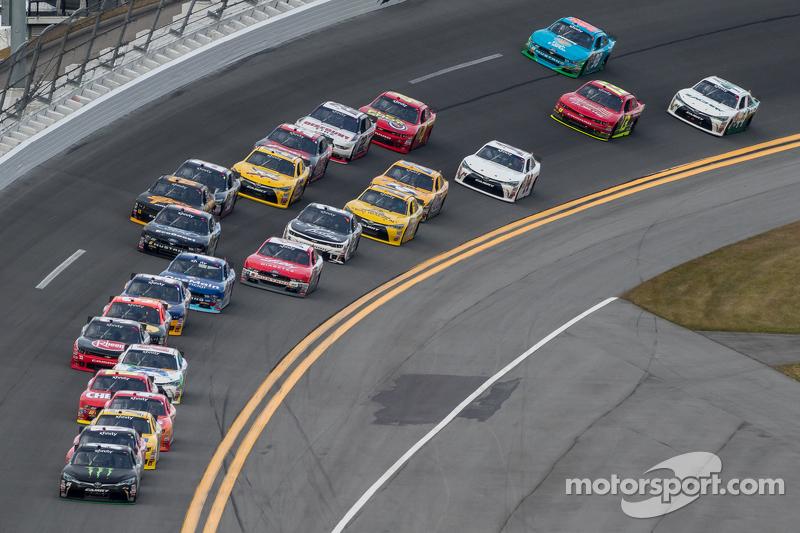 Kyle Busch, Joe Gibbs Racing, Toyota, in Führung