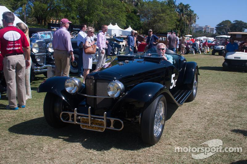 1933 Ford Auburn, al volante Wayne Carini
