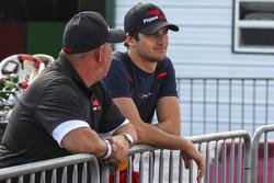 Nelson Piquet jr. mit Crew-Chief Helio Rodriguez
