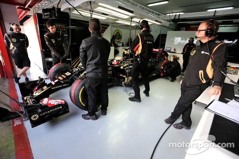 Pastor Maldonado, Lotus F1 Team, Mark Slade, Lotus F1 Team, Race Engineer