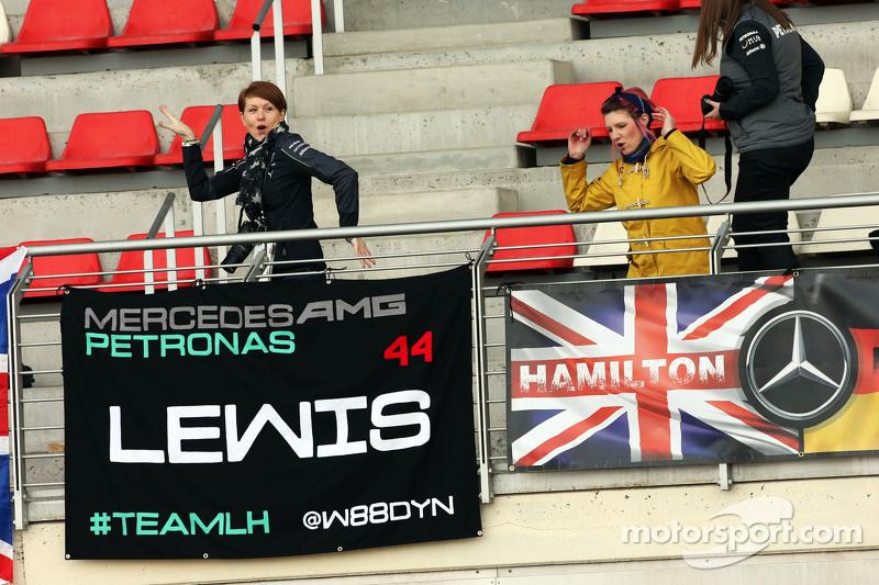 Lewis Hamilton, Mercedes AMG F1, Fans mit Flaggen