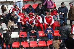 (da sinistra a destra): Maurizio Arrivabene, Team Principal Ferrari; Esteban Gutierrez, tester e terzo pilota Ferrari ; e Massimo Rivola, Direttore Sportivo Ferrari in tribuna con i fan