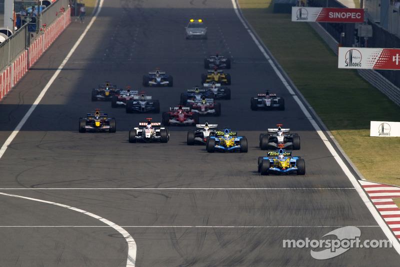 Inicio: Fernando Alonso lidera al grupo