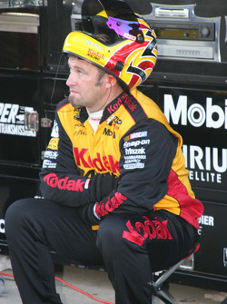 A crew member for Travis Kvapil rest after a pit stop