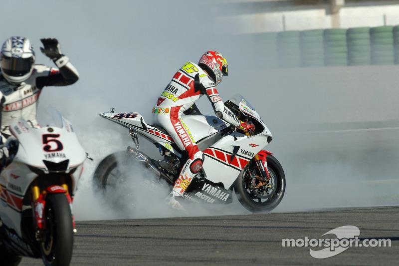 El Campeón del Mundo Valentino Rossi celebrando