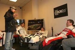 El organizador de la Carrera de Campeones Fredrik Johnsson con Jean Alesi, David Coulthard y Colin McRae