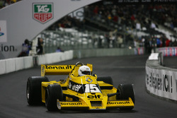 Demonstration of René Arnoux in the Renault F1 RS01, the first ever Renault F1