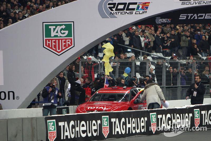 Superfinal 2: Carrera de Campeones, ganador Sébastien Loeb celebra