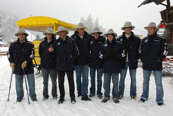 All the drivers and Dr Mario Theissen (BMW Motorsport Director) in the snow