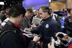 Volkswagen Motorsport: Carlos Sainz signe des autographes à Essen