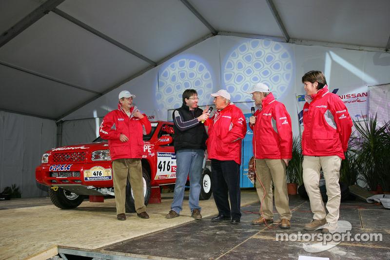 Présentation publique de l'équipe Nissan à Dessoude: René Metge et Bernard Chevalier sur scène