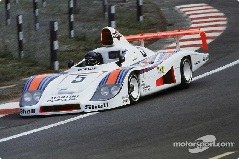 La Porsche 936/78 n°5 Martini Racing Porsche : Jacky Ickx, Henri Pescarolo, Jochen Mass