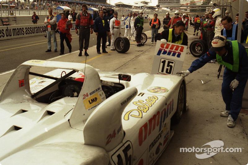 Pitstop for #15 Team T.D.R. Kudzu-Mazda DLM MS 971: Franck Fréon, Yojiro Terada, Jim Downing
