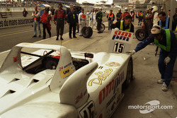 Arrêt au stand pour  #15 Team T.D.R. Kudzu-Mazda DLM MS 971: Franck Fréon, Yojiro Terada, Jim Downing