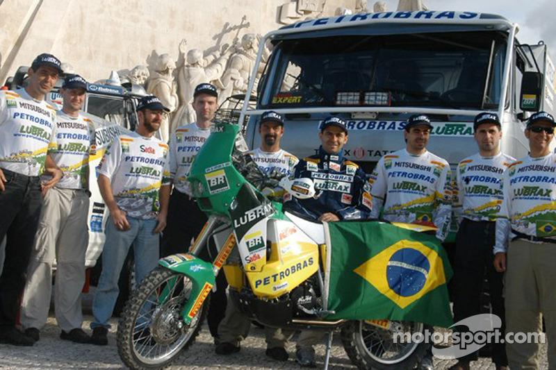 Jean De Azevedo avec les membes de l'équipe Petrobras-Lubrax KTM