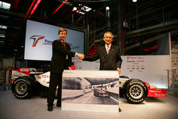 TMMF President Didier Leroy with Toyota Motorsport Chairman and Team Principal Tsutomu Tomita