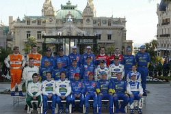 Photoshoot: family picture for the 2006 WRC drivers and co-drivers