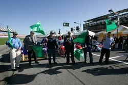 Speedweeks 2006 launch ceremony: VIPs wave green flags