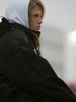 Katie Kenseth regarde la course