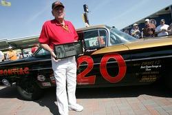 Marvin Panch reçoit les Légendes du trophée Daytona