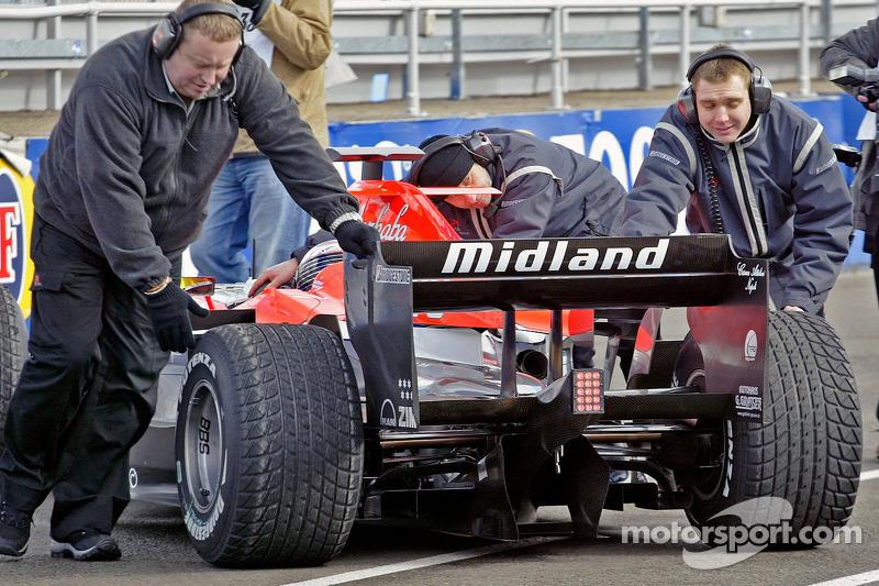 Giorgio Mondini test drives the Midland F1 car at Silverstone