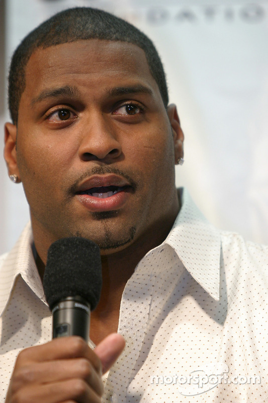 Jimmie et Chandra Johnson présentent leur fondation: L'arrière des Carolina Panthers Mike Rucker
