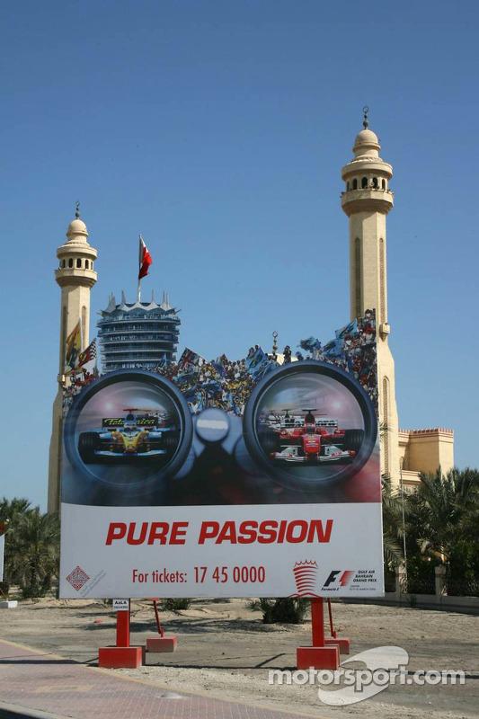 Publicité du GP de Bahreïn à l'extérieur de la mosquée