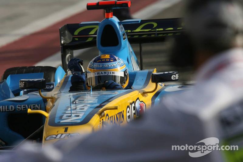 Ganador de la carrera Fernando Alonso entra en Parc Fermé