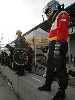 Nic Jonsson ready for a pitstop practice