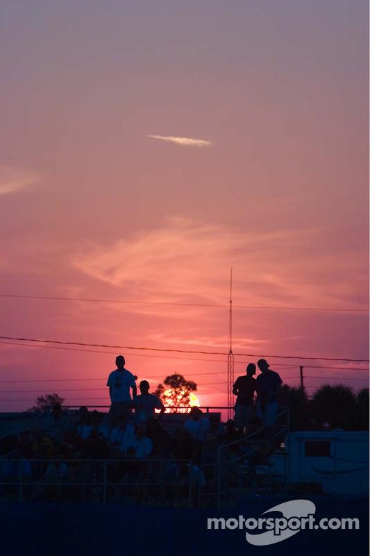Coucher du soleil sur les fans de Sebring
