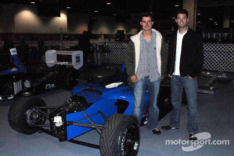 Les coéquipiers PR1 Mike Forest et Jonathan Bomarito