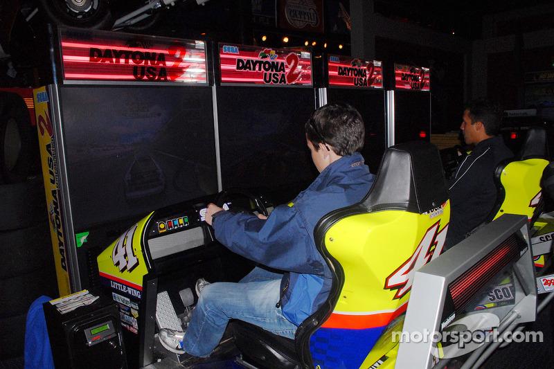 Burt Frisselle et Leonardo Maia s'essaient aux jeux vidéo