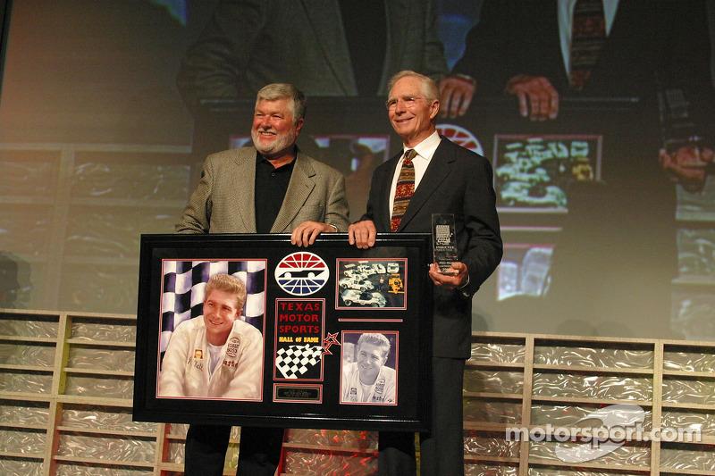 Jim Hall accepte son entrée au Hall of Fame du Texas Motor Sport