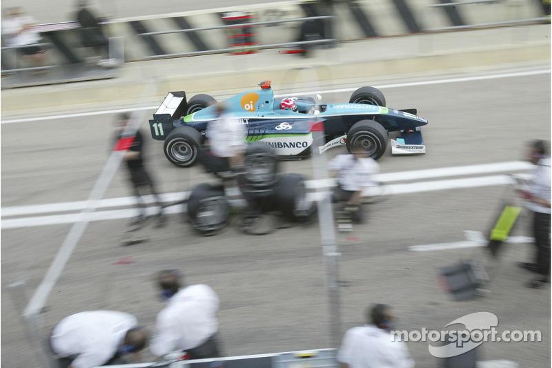 Nelson A. Piquet vient dans la voie des stands